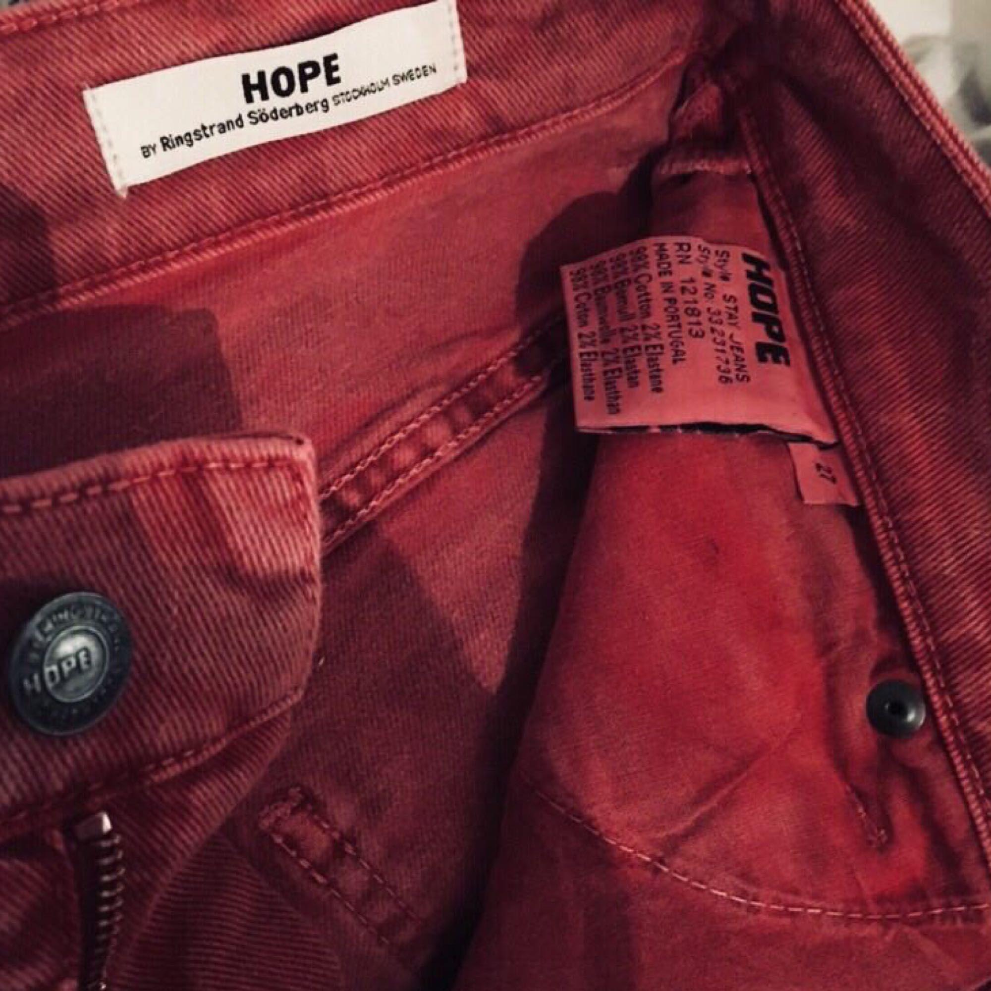 Har själv storlek S men passar även folk som har M. Från HOPE, använd 3 ggr, nypris: 400kr men säljer den för bara 200kr, nyskick. Kan mötas upp i Stockholm C. . Jeans & Byxor.