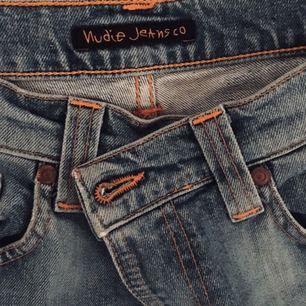 Snygga blåa jeans från Nudie Jeans, fringe på ändena, köpt för 300kr, highwaist, kan mötas i Stockholm C