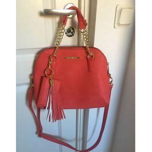 En helt ny väska från Steve Madden köpt i somras 🌸🌺 äkta!  Köparen står för frakt!