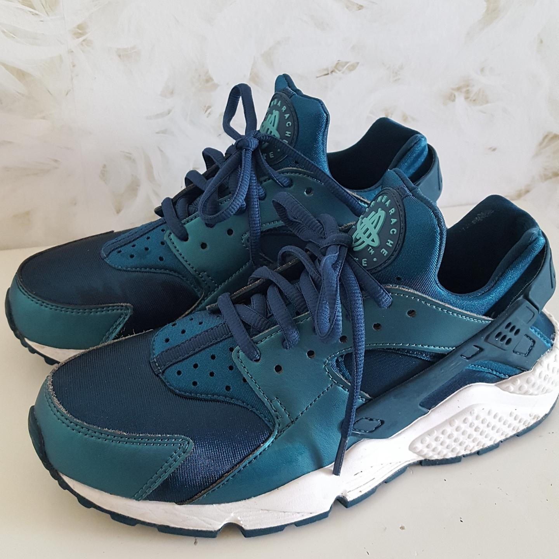 wholesale dealer 8b9a9 8987a Nike Huarache i storlek 38,5. Använda vid två tillfällen.