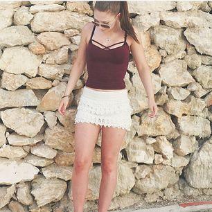 Ser ut som en kjol men är byxor!  Jätte fin och är i ett bra skick!  Köpt i Spanien