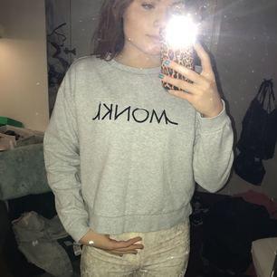 Mysig grå hoodie från monki! Ganska liten i storleken mera en S/M
