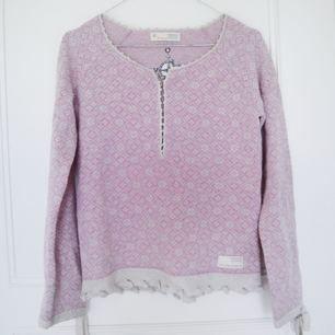Superfin Odd Molly tröja i ull, knappt använd. Storleken motsvarar xs. Kan skickas mot avgift eller mötas upp i Stockholm.