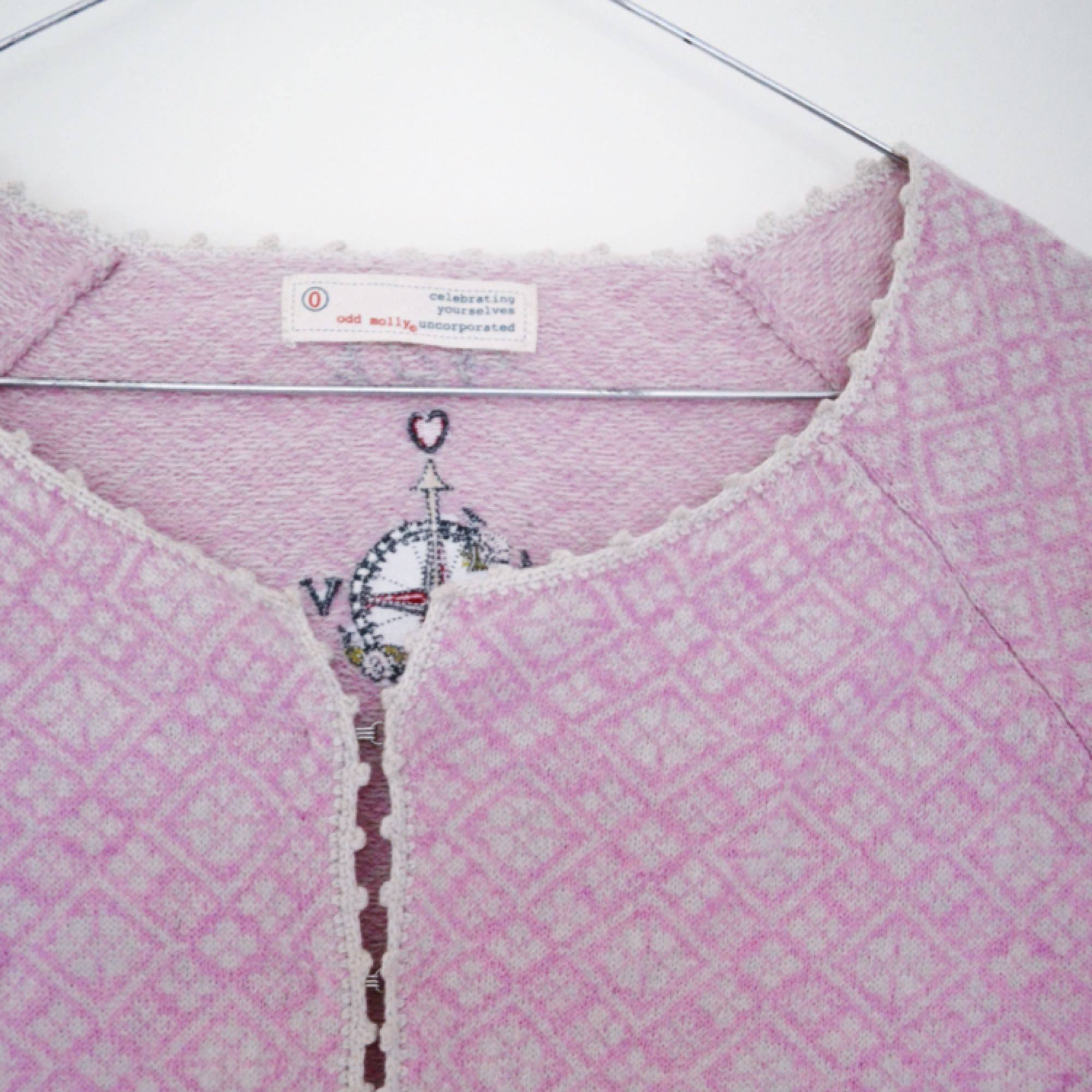 Superfin Odd Molly tröja i ull, knappt använd. Storleken motsvarar xs. Kan skickas mot avgift eller mötas upp i Stockholm. . Tröjor & Koftor.