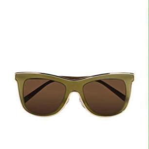 Helt äkta Valentino solglasögon. Hämtas i Eskilstuna eller skickas. Köparen står för frakten. Fler bilder kan skickas.