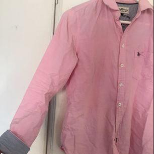 Fin rosa skjorta från Hampton republic, hel och i bra skick. Stl 38