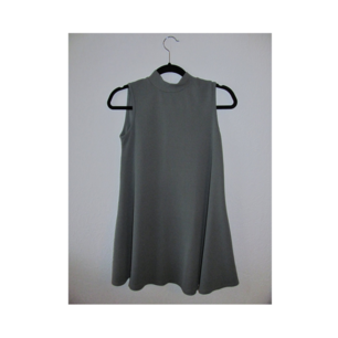 Oanvänd grön klänning från boohoo