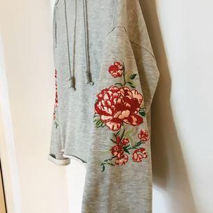 Suuuperfin hoodie från H&M, säljes pga att den ej kommer till användning så den är i fint skick.