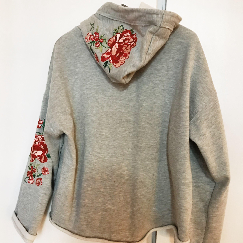 Suuuperfin hoodie från H&M, säljes pga att den ej kommer till användning så den är i fint skick.. Huvtröjor & Träningströjor.