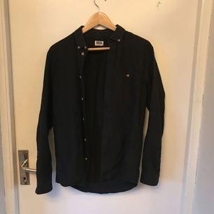 Skjorta från Weekday. Använd fåtal gånger.