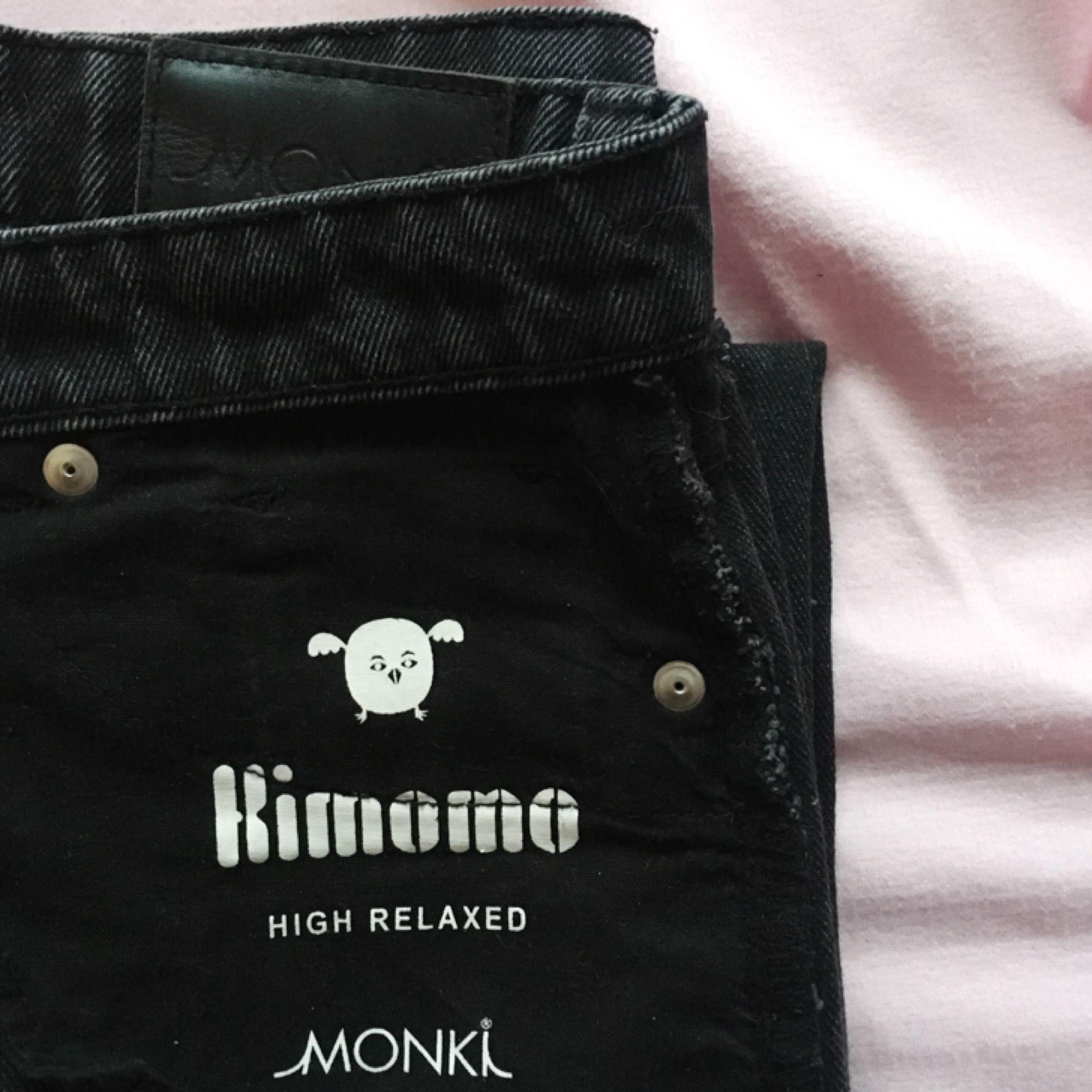 Grå svarta Kimomo High Relaxed jeans från Monki i superfint skick! ✨ . 126e61e0d3a9f