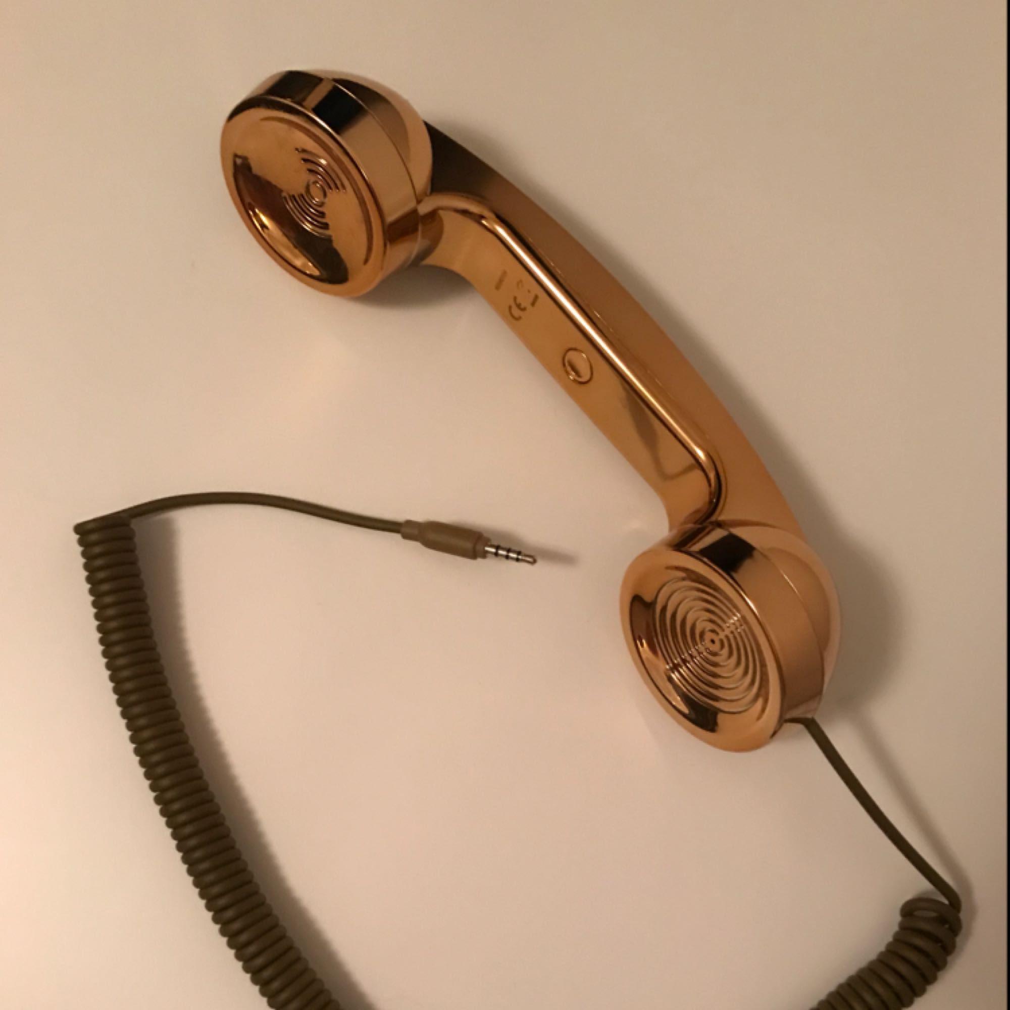Pop Phone Gold från Native Union . Accessoarer.