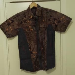 Batik skjorta, kortärmad, oanvänd, storlek M