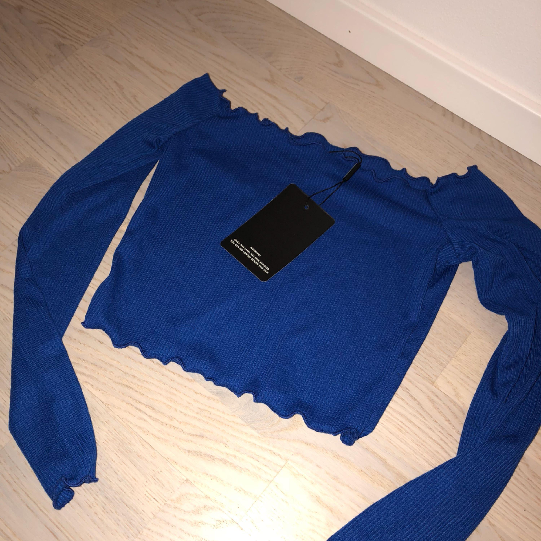 Helt ny tröja. Endast testad. Säljer pga köpte 2 olika storlekar!. Toppar.