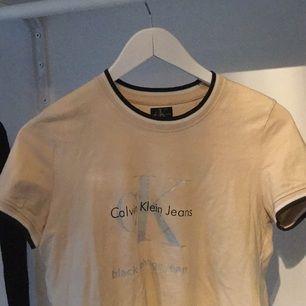 Svin snygg T-shirt ifrån CK, vintage köpt i London. Pris är förhandlingsbart