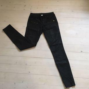 🌸Snygga svarta byxor från vila. Tyvärr försmå för mig! 🌸Frakt tillkommer  på d335d3cb8ec2f