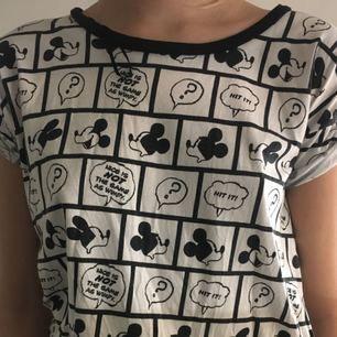 T-shirt säljer på grund av att jag aldrig använder, jag tycker den är charmig och den är i mycket bra skick swish går bra köpare står för frakt
