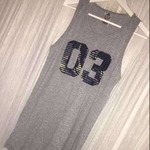 En superfin adidas klänning som står 03 på. Har aldrig använt, ändas provat<3
