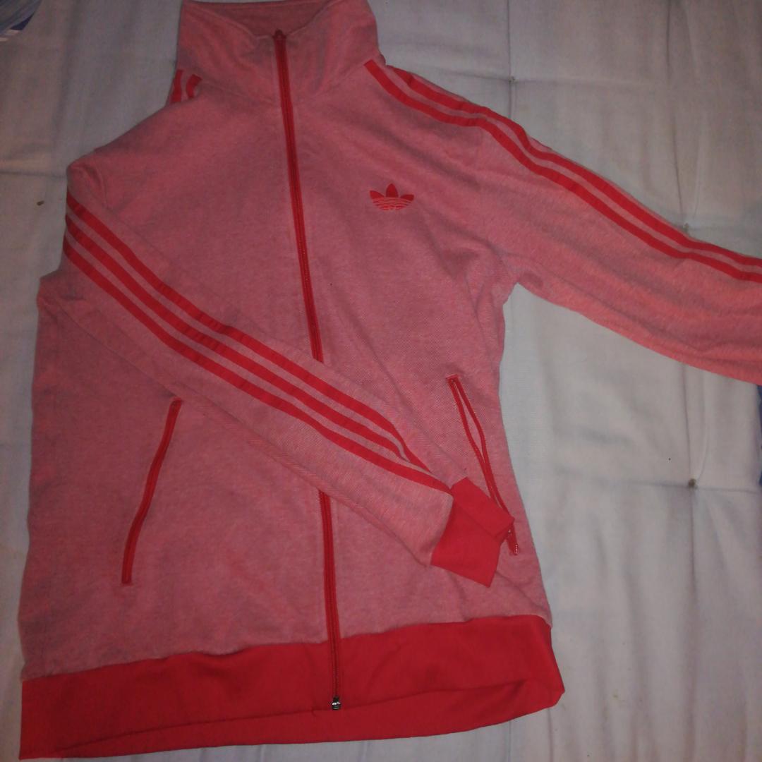 Cool Adidas tröja, bra skick . Huvtröjor & Träningströjor.