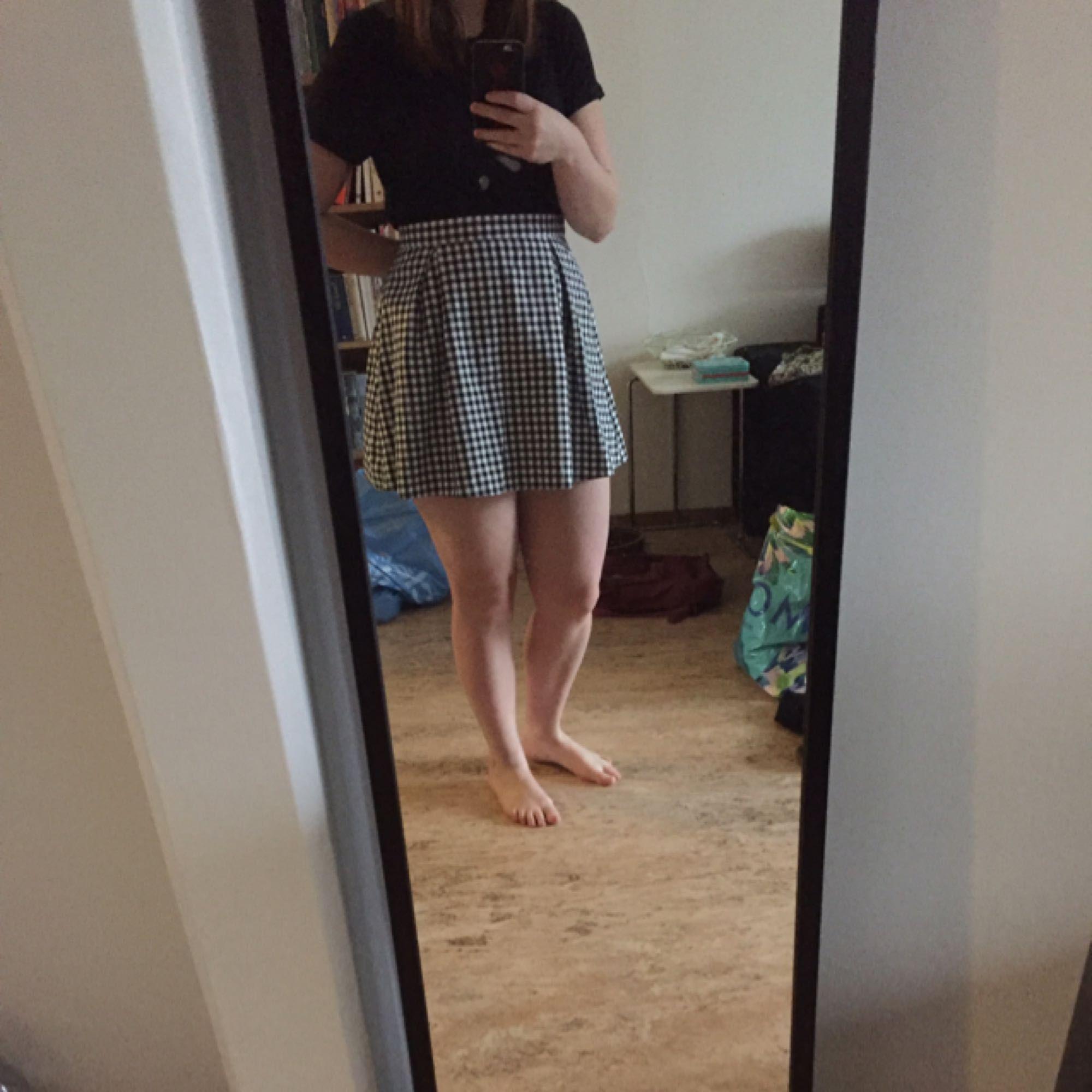 Superfin kjol från Urban outfiters. Storleksmärkt M men den är enligt mig mer som en S. Tyvärr för liten för mig så har enbart använts 1-2 ggr. Finns i Uppsala. . Kjolar.