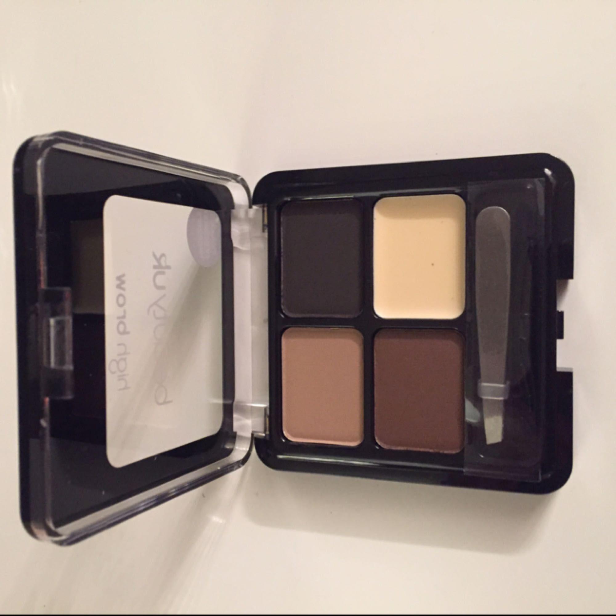 HELT OANVÄNT 💜 contouring cream kit + eyebrow kit med pincett . Övrigt.