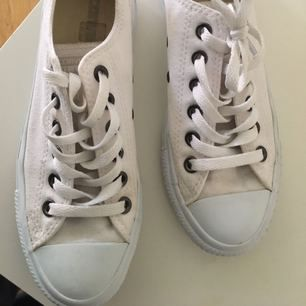 Fina Converse säljes pga av fel storlek , 37,5 , frakt tillkommer