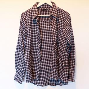 Mysig flannelskjorta från lager 157! Använd några få gånger, bra skick.