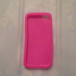 Rosa iPhone 5 skal i silikon. Aldrig använt och hittades nu pga rensning av rum!