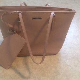 Helt nyy Nine West Nyy bag from USA Never used , I buy 100$ ( 843.41kr )