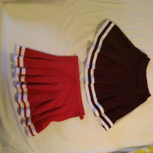 70 kr st + frakt!! Två superfina cheerleading kjolar praktiskt sett toppskick! Den röda har dragkedja o skulle säga att den är st s-m. Den vinröda/lila har resår och är en xs. Kan mötas upp i Stockholm eller frakta.säljer pga kan inte ha längre.