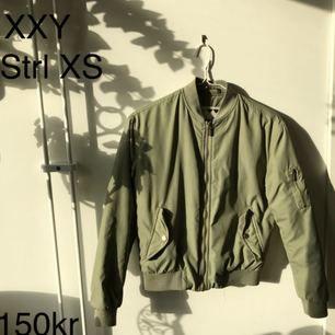 Bomberjacka från junkyards egna märke XXY