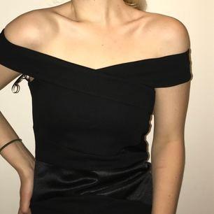 Oanvänd Lipsy London klänning