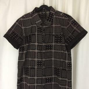 Skjorta från xlrg, använd 2 gånger. Passar både herr och dam. Pris exklusive frakt