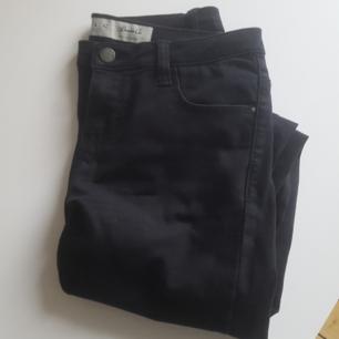 Näst intill oanvända jeans. Köparen står för frakten. Kan mötas upp i Gävle, Stockholm eller Sundsvall.