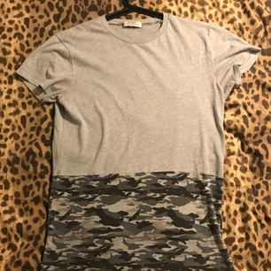 T-shirt lång bakdel