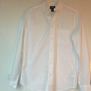 Helt oanvänd vit bomullsskjorta från H&M!  🕊