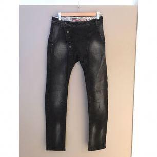 Please-jeans med lite