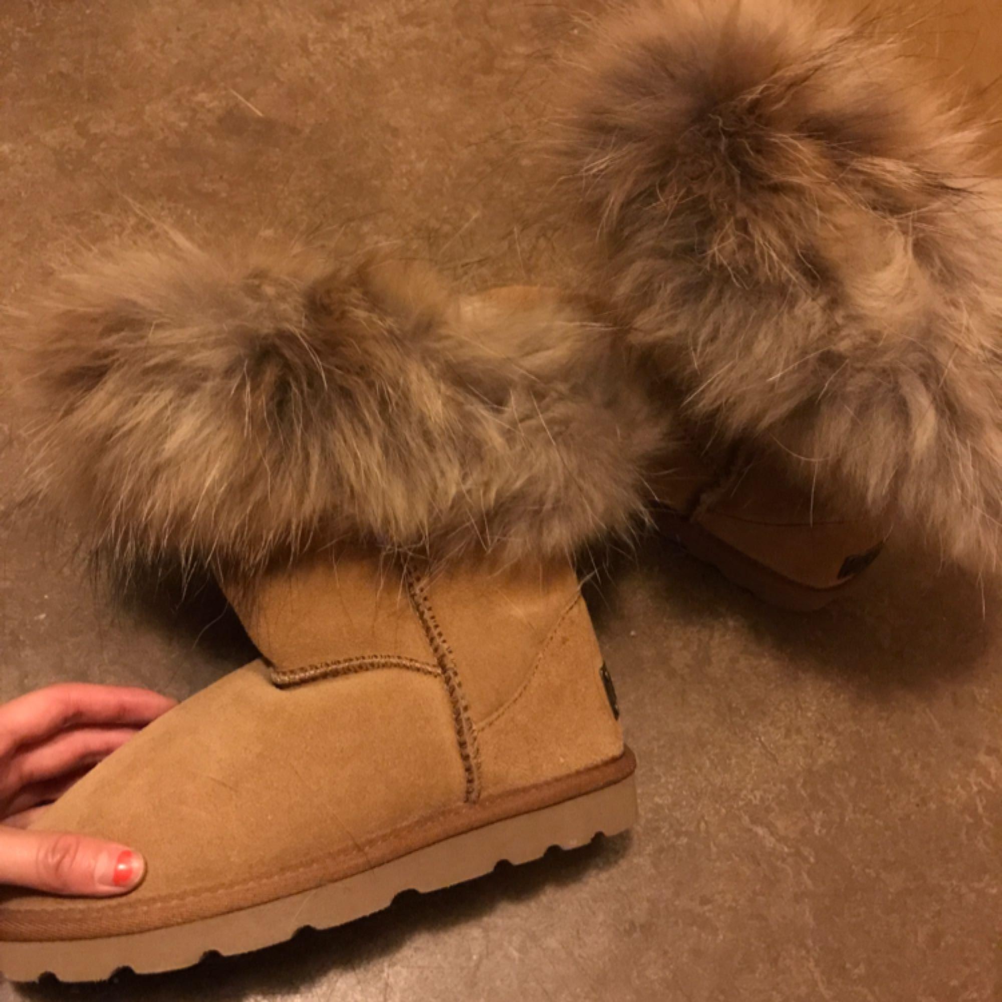 c55a7a9f80b ... Väldigt varma och sköna skor perfekt för vintern, dem är helt nya,  säljer pga