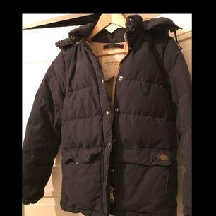 Hej!     Vinter jacka från denim by Ralph Lauren inköpt för några år sedan.   Har tagit bort pälsen som var på så den säljs utan.
