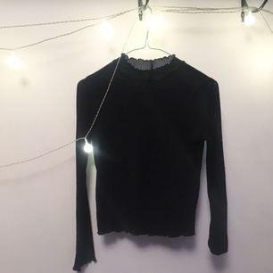 Tunn svart tröja :-)