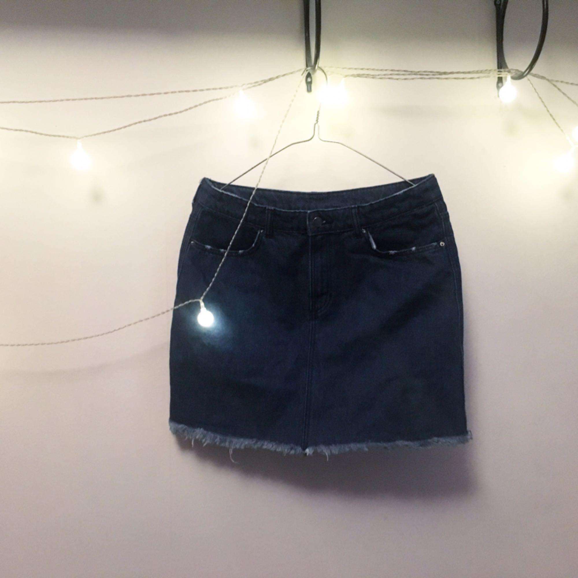Stretchig jeanskjol :---) hejaheja sommar 🌺  FRI FRAKT 🌻🌹. Kjolar.
