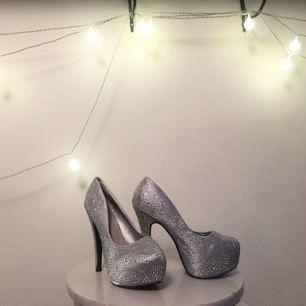 FANTASTISKA glitterskor :') perfekt nu till nyår 🔥