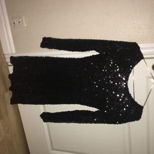 Paljettklänning perfekt till nyår, aldrig använd