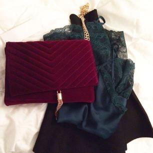 Knappt använd sammetsväska från Ginatricot, inköpt hösten -16. I fint skick!