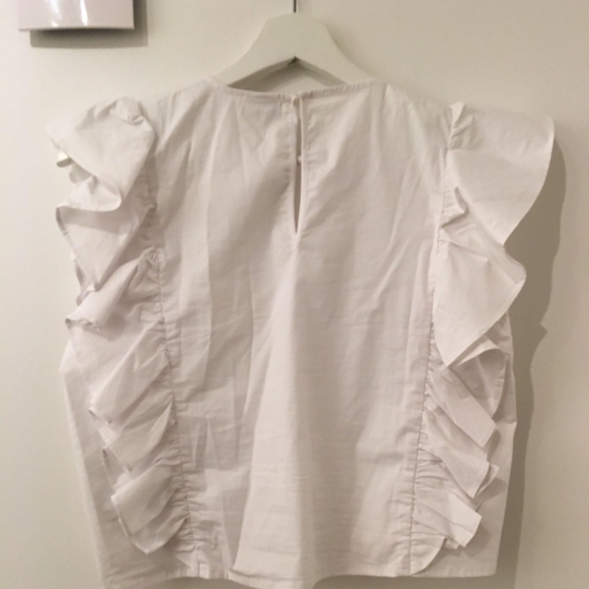 ... Wirklich schöne weiße Spitze von Gina Tricot in Größe M, paßt es auch S. d1efac374e