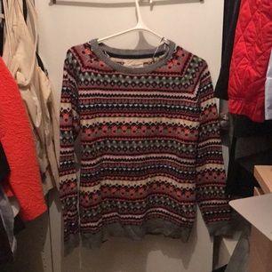 Mysig vinter tröja! Använd en gång på julafton, super mysig!!!! Från Holly & whyte