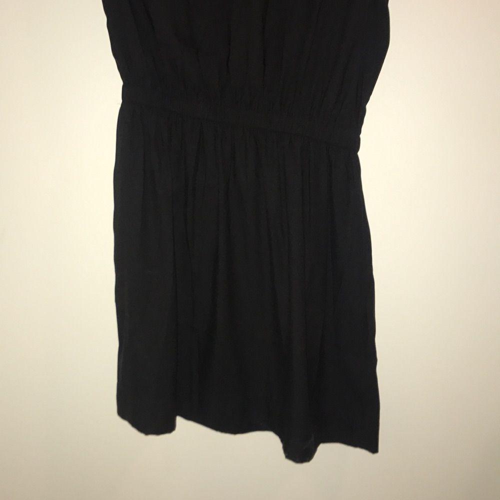 Enkel svart klänning från hm! Perfekt för en sommarkväll eller med en stickad tröja över, . Klänningar.