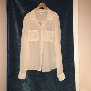 Ljusrosa | beige tunnskjorta i 100% silke. Passar vardag och fest!