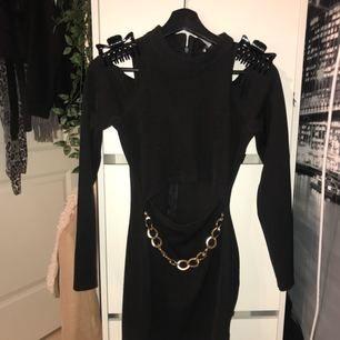 Fin klänning köpt i Spanien. Klämmorna ingår ej (;