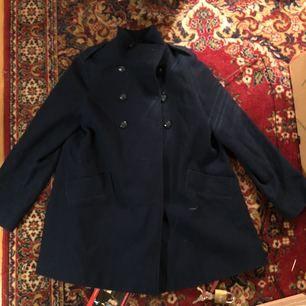 Extremt fin jacka från set underbara märket SESSÚN.   nypris - 3000kr   Säljer för 400kr vid snabb affär då den är använd 3 gånger! :)